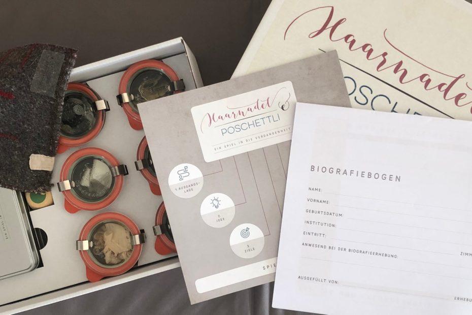 Box mit Karten, Gläsern, Spielbeschrieb und Biografiebogen